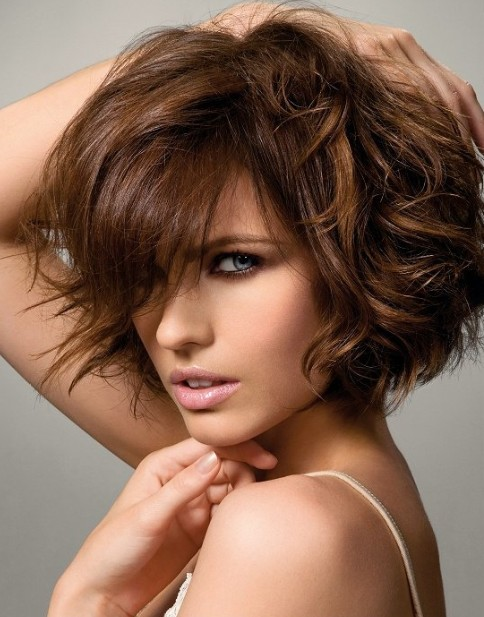 short hairstyles for naturally wavy hair photo - 10