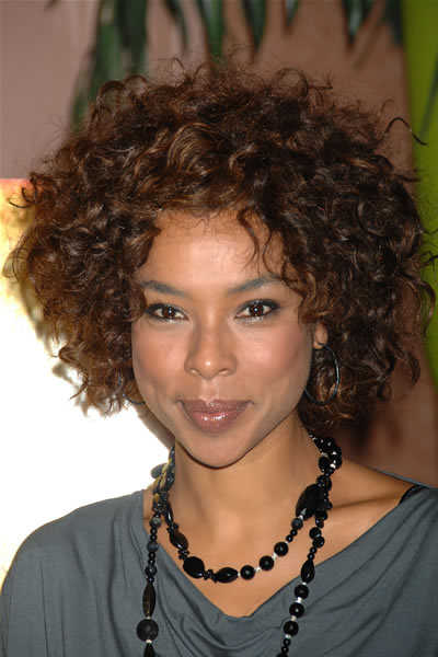 short natural curly hairstyles photo - 7