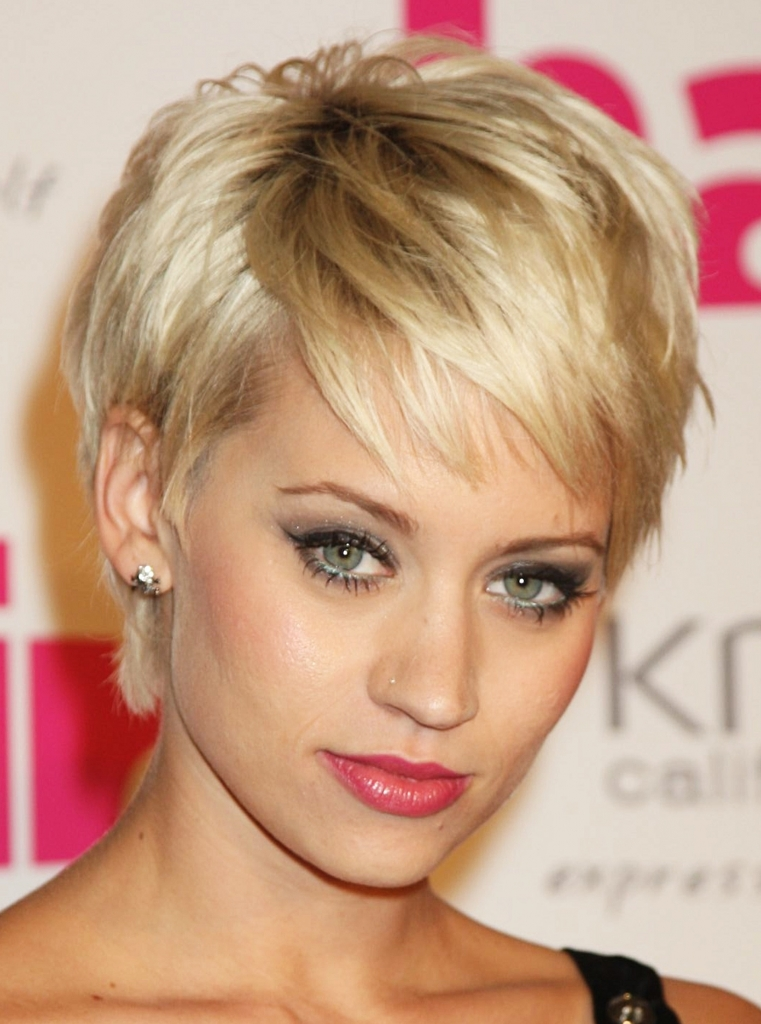 short natural hairstyles for round faces photo - 3